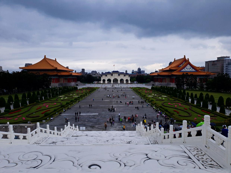 Blick von der Gedächtnishalle auf das Areal, Chiang Kai-Shek Memorial Hall 8 Sachen für Taipei