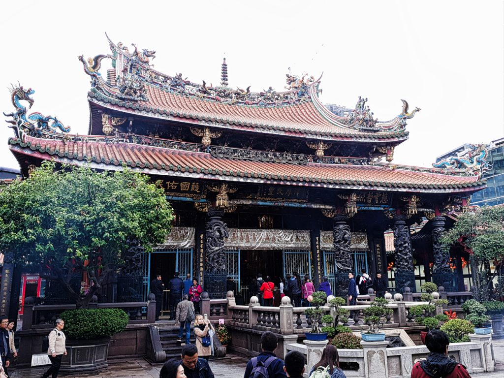 Longhsan Temple- 8 things you should do in Taipei