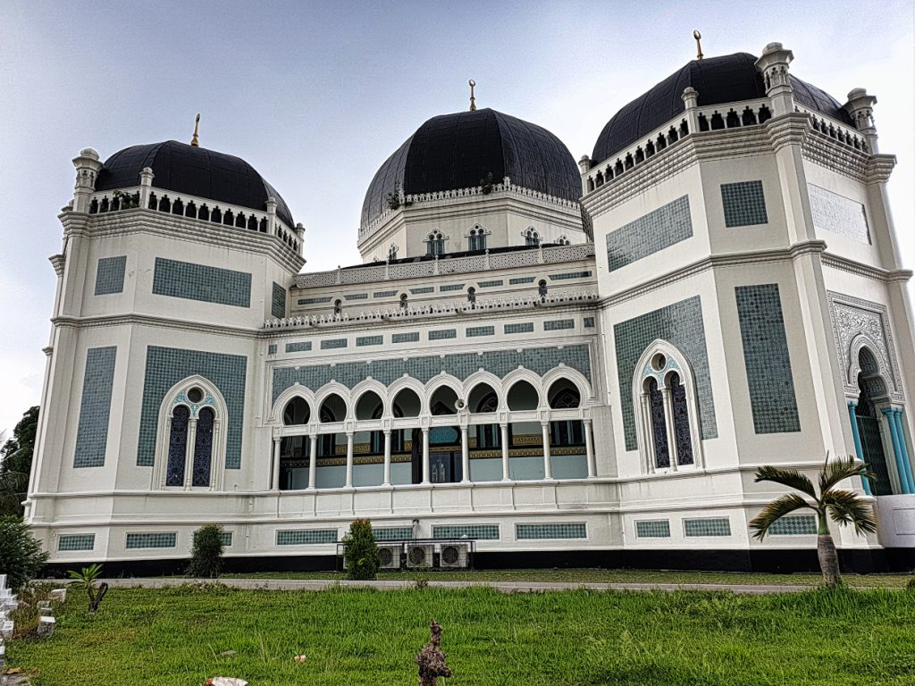 Just beautiful! The Great Mosque of Medan 7 Things you should do when you`re in Medan
