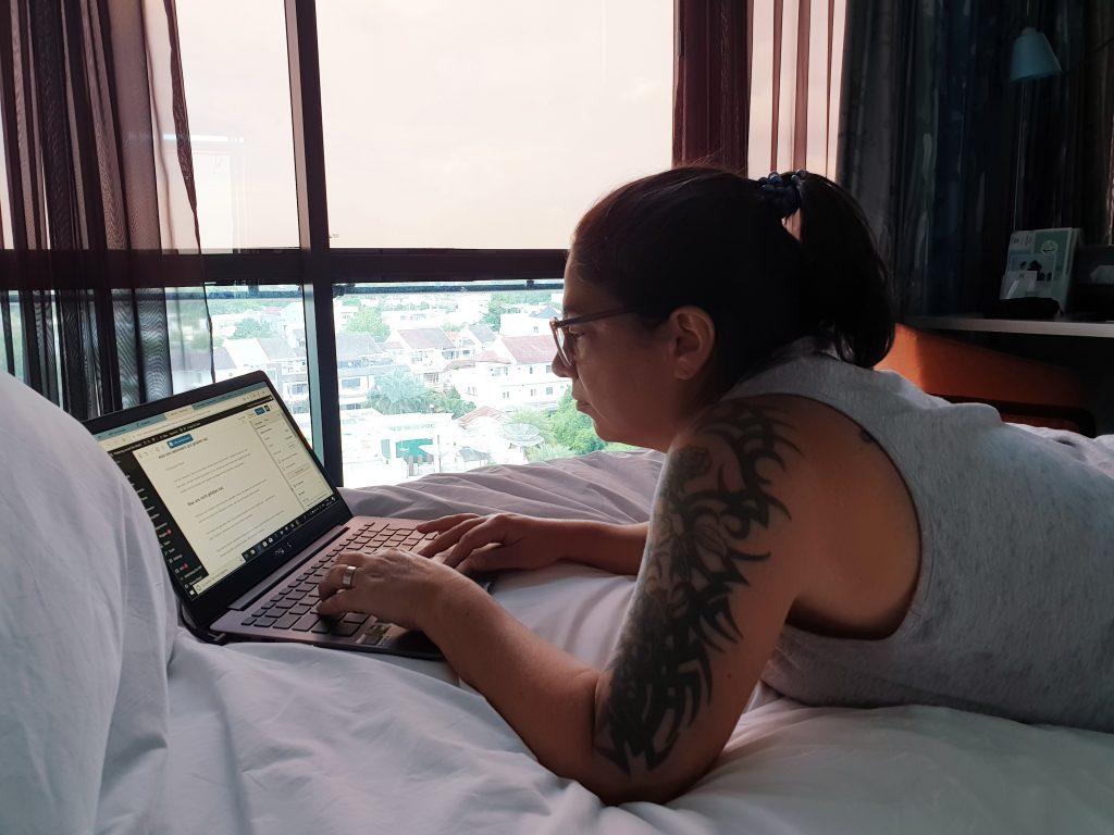 Konzentriert am Arbeiten in Sumatra  :-)