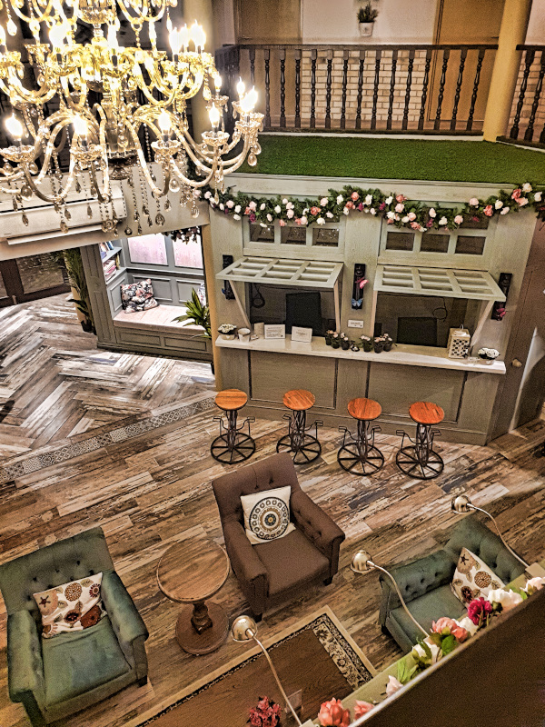The view from the first floor to the lobby