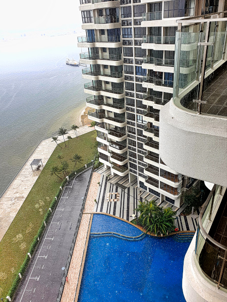 Our Danga Bay appartements with a pool