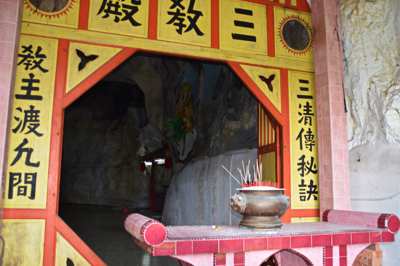 Inside the Nam Thean Tong Temple