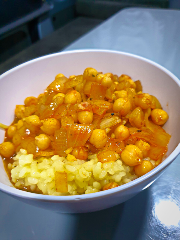 Delicious chickpeas - even better with a yoghurt topping