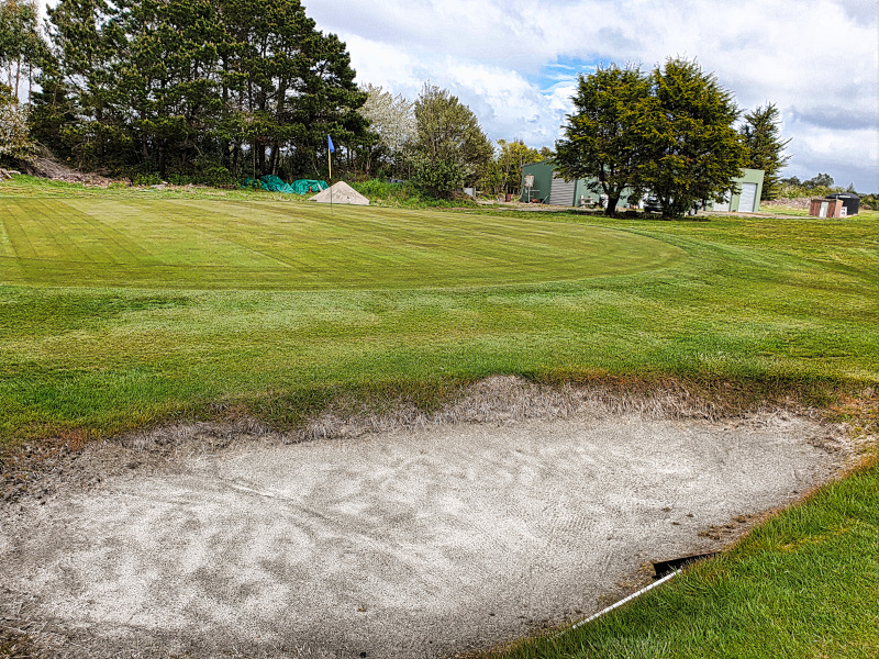 Small greens and small bunkers at Westport Golf Club