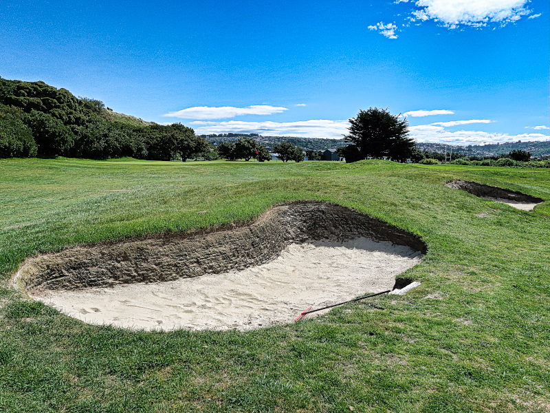 Avoid the pot bunkers on St Kilda at Chisholm Links Golf Club