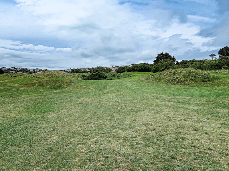 Between the dunes on Khyber Pass at Chisholm Links Golf Club