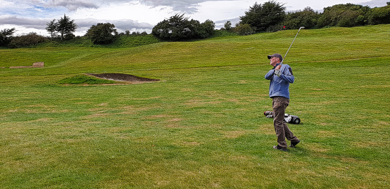 Pitching it close on Downill at Chishom Links Golf Club