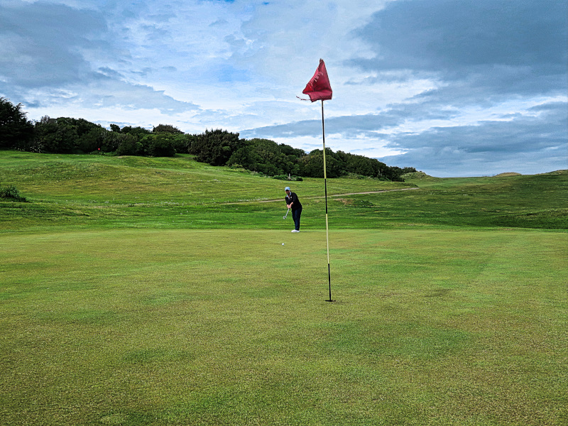 Putting on Downhill at Chisholm Links Golf Club