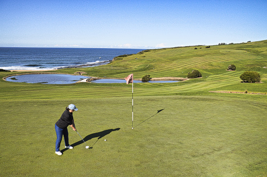 Putting for par on the second at Gerringong Golf Club