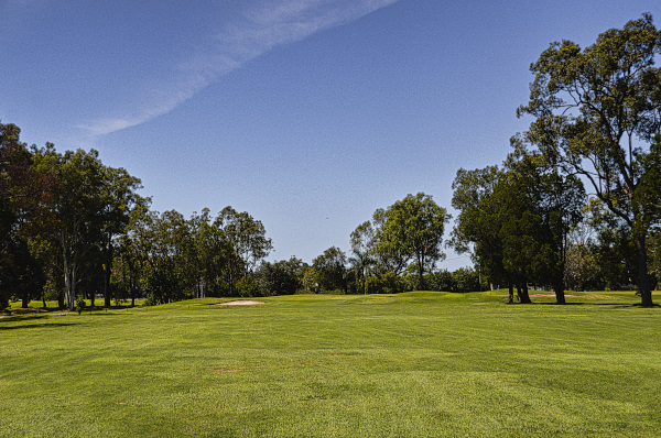 The approach to Six at Virgina Golf Club
