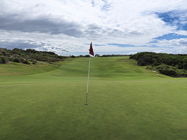 The thirteenth green at The New South Wales Golf Club