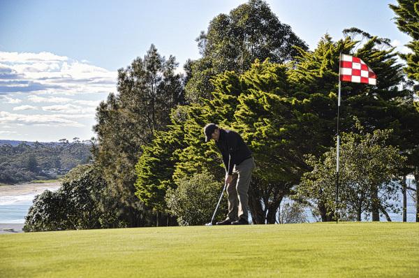 Bogey bogey start at Mollymook Golf Club