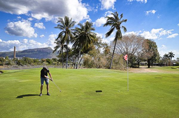 Birdie attempt on 16 at Townsville Golf Club