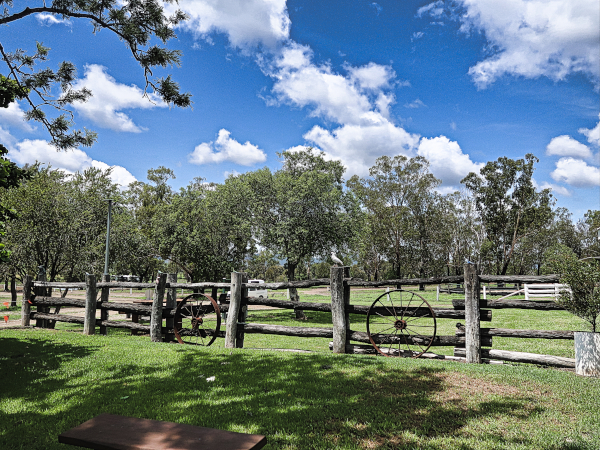 Alkoomi Adventure Farm Stay - One of our Favorite Campgrounds in Queensland Alkoomi Adventure Farm Stay - Einer unserer Lieblingscampingplätze in Queensland Unsere Lieblingscampingplätze in Queensland