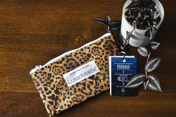 Leopard glove in reusablge bag