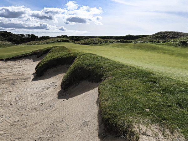 The enormous bunker on six at Lost Farm